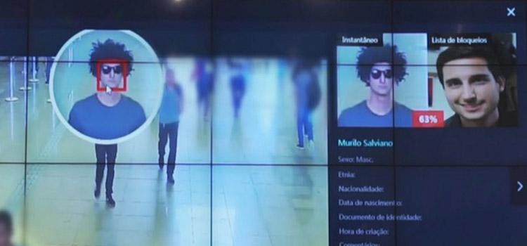 8a7e552ed Câmera identificou repórter mesmo com óculos e peruca — Foto: Reprodução/TV  Globo